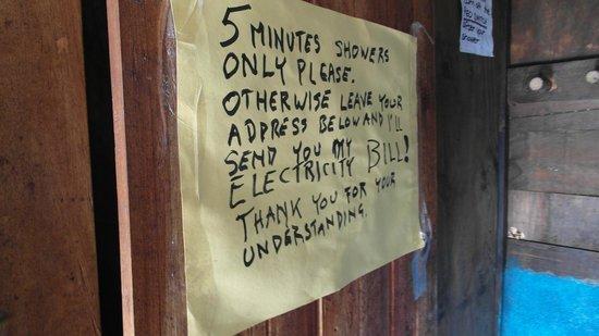 Mzoozoozoo Lodge: Note at shower door