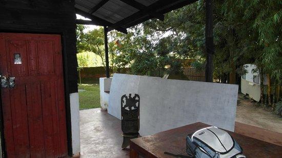 Mzoozoozoo Lodge: Dorm (door at the left)