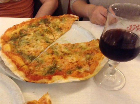 Tempio di Mecenate: the pesto pizza and house wine... DELICIOUS.