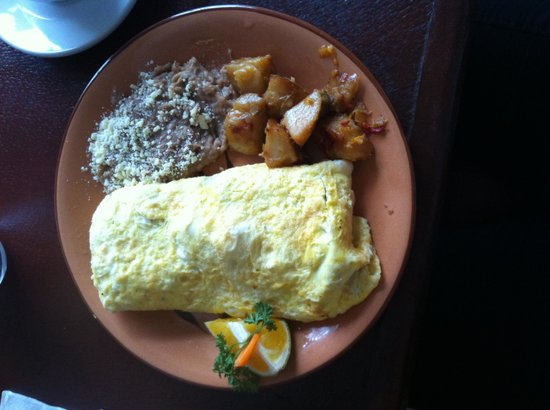 Vallarta Bar and Grill: Huge Omelet with beans and delicious potatoes