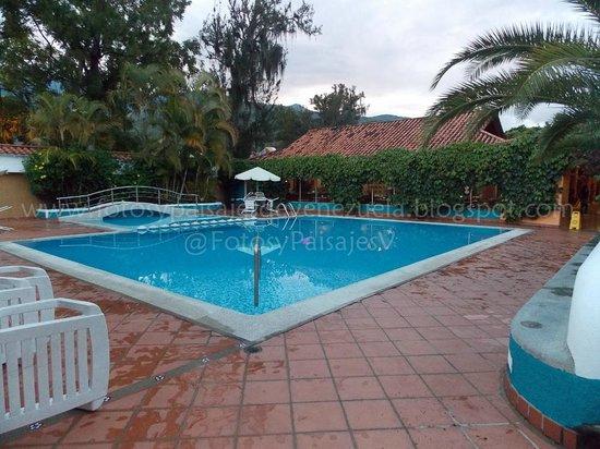 Hotel Belensate: Piscina