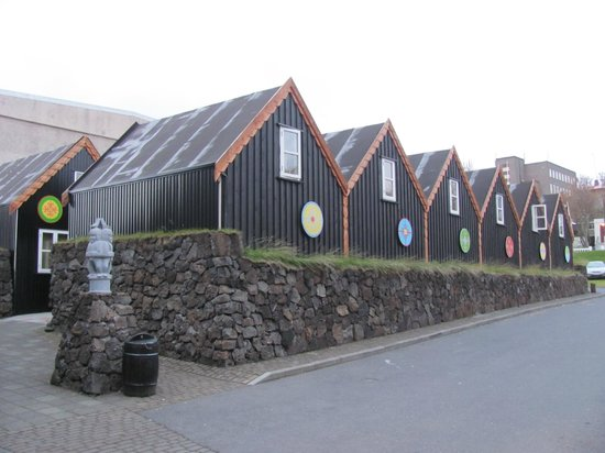 Viking Village Hotel: Cottages area