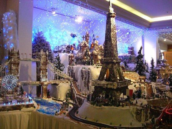 Sheraton Princess Kaiulani: 2013年クリスマス・ケーキ・デコ、今年のテーマは世界一周
