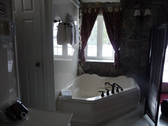 Waring House : Room 18 jacuzzi tub