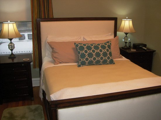 Lang House Bed and Breakfast: Deluxe Queen rm#2