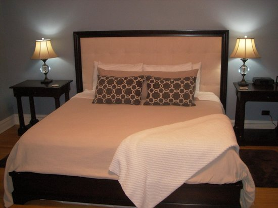 Lang House Bed and Breakfast: King rm #5 with sleeper sofa