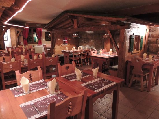 Le Tyrol : salle arriere