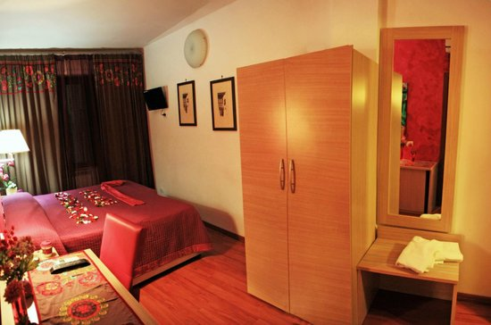 Residenza Castello Rosa: Pink Room