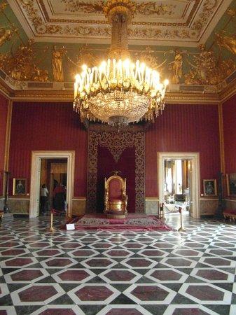 Royal Palace Napoli (Palazzo Reale Napoli): Palazzo Reale - trono