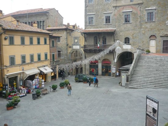 Hotel Italia: The square in Cortona