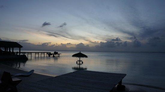 Pearl Havaiki: L'heure de l'apéro... les pieds dans l'eau !