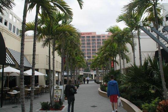 Boca Raton Marriott at Boca Center: Blick auf die Rückseite - Mallzugang