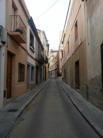 El Petit Palauet: Carrer Santissima Trinitat (hotel street)