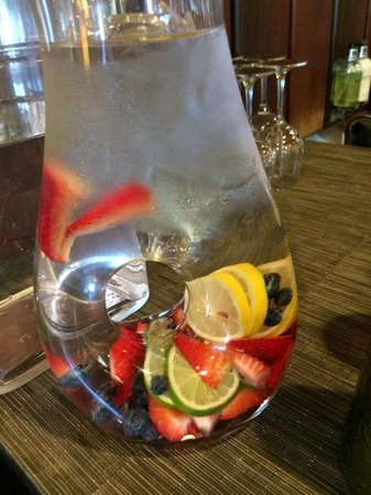 Brewery Gulch Inn: Fruit infused drinking water