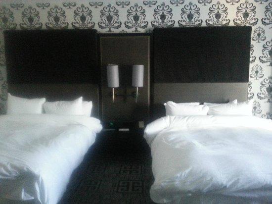 Hard Rock Hotel and Casino: Nice furnishings, comfy bed