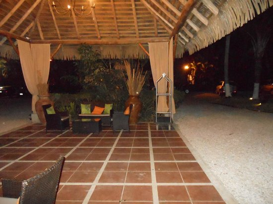 Bahia del Sol Beach Front Boutique Hotel: outdoor dining