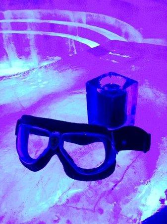 Icehotel: drinks served in iceglasses #ICEBAR