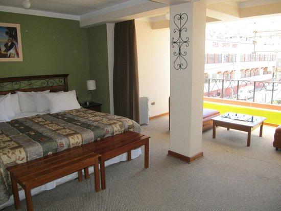 Hotel Conde de Lemos: Room with big french windows