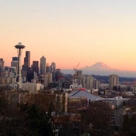 Seattle Wine Tours: End of the day view from Kerry Park