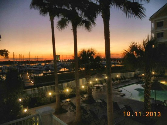 Courtyard Charleston Waterfront : Sunset over the Ashley River