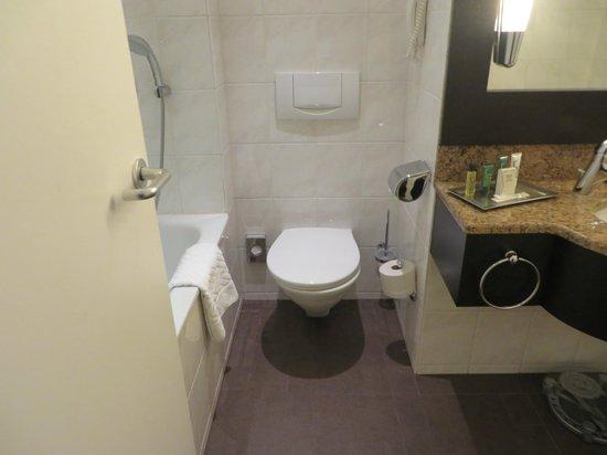 Hilton Munich Park: bathroom