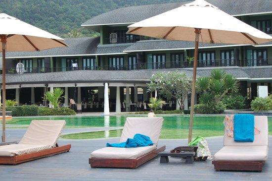 Mercure Koh Chang Hideaway Hotel : piscina e padiglione centrale