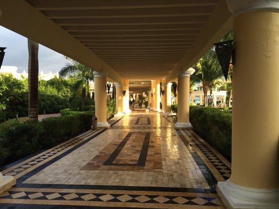 Iberostar Grand Hotel Paraiso: Walkways