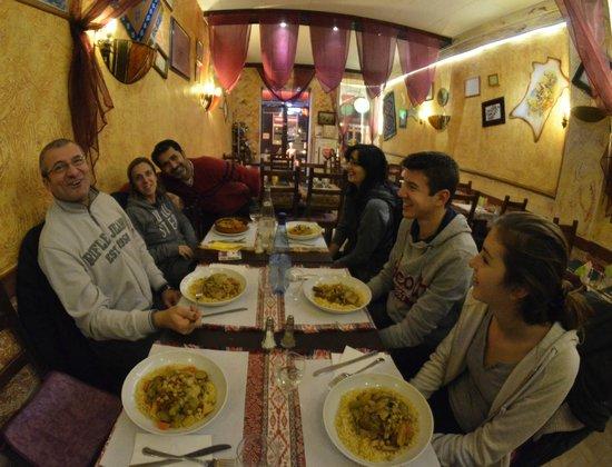 Alounak Restaurant : La tavolata con il titolare