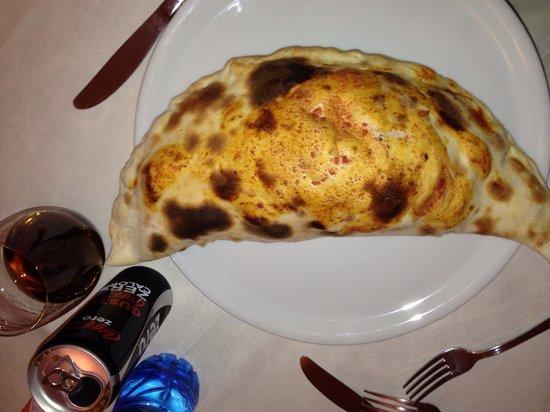 Art Restaurant & Pizza: calzone normale