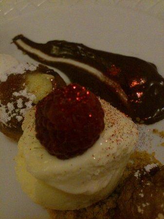 La morera : Buñuelos rellenos de crema
