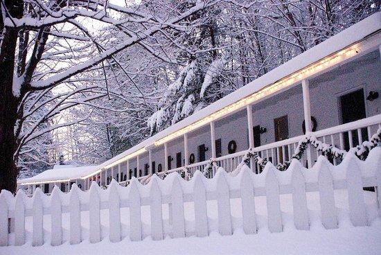 The Woodstock Inn on the Millstream : The Inn's porch is transformed when it snows