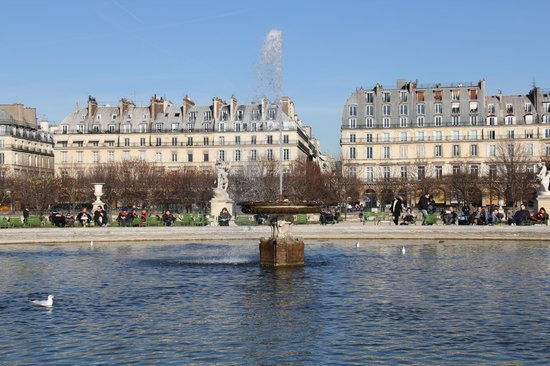 39 grand bassin rond 39 jardins de tuileries paris picture for Plus grand jardin de paris