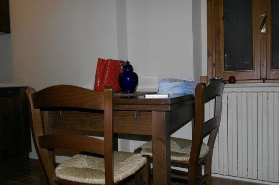 Pineta Country House : Tavolo soggiorno