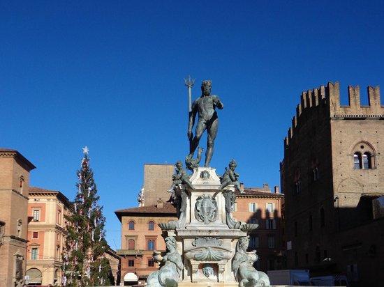 Fontana del Nettuno: Piazza Nettuno