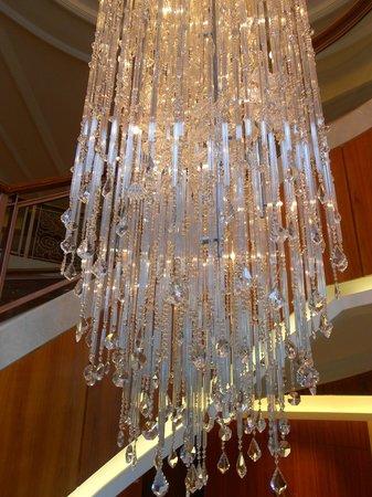 Shangri-La Hotel Guilin: Crystal chandelier