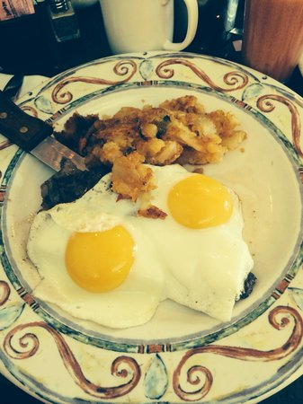Georgio's Country Grill : Cowboy steak and eggs