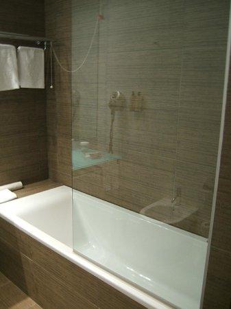 Neya Lisboa Hotel : Good water pressure in the bathtub