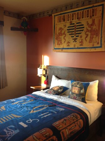 LEGOLAND California Hotel: Adult bed