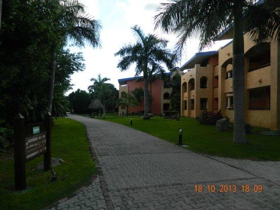 Grand Palladium Riviera Resort & Spa: PASILLO VILLAS