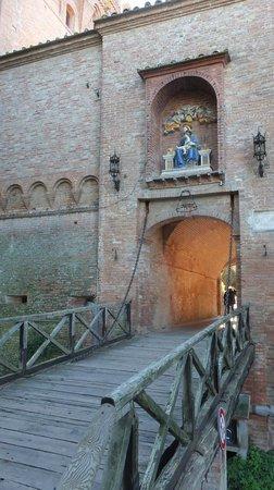Abbazia di Monte Oliveto Maggiore: Ingresso