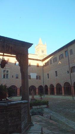 Abbazia di Monte Oliveto Maggiore: Vista dal chiostro
