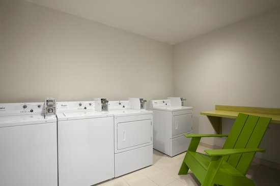 Home2 Suites by Hilton Philadelphia - Convention Center, PA : On-Site Laundry Room