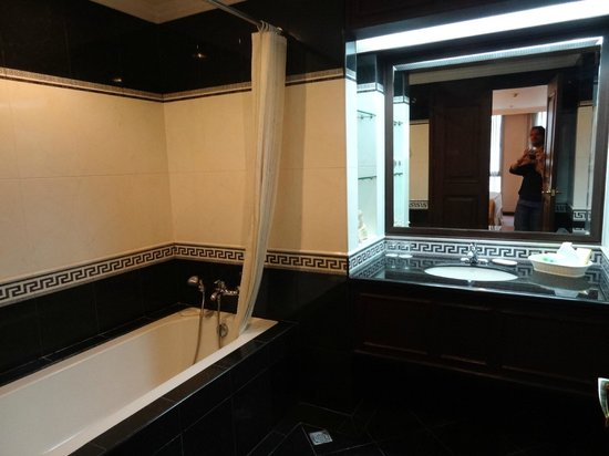 Herald Suites Solana: Bathroom