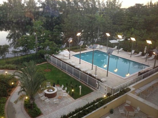 Element Miami International Airport: outside area w/firepit and pool