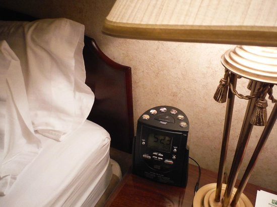 Holiday Inn Hotel & Suites Downtown: Good clock radio