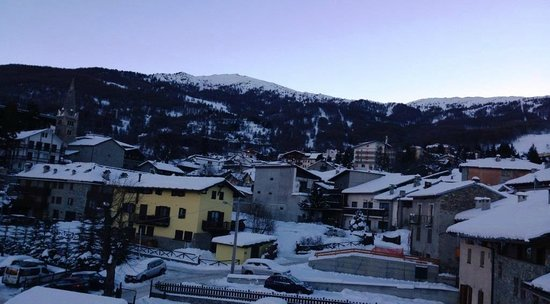 Hotel Miravalle: Morning view to slopes from Room 302