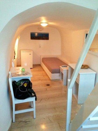 Nomikos Villas : Downstairs Bedroom/Living Room area