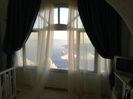 Nomikos Villas : Upstairs Bedroom