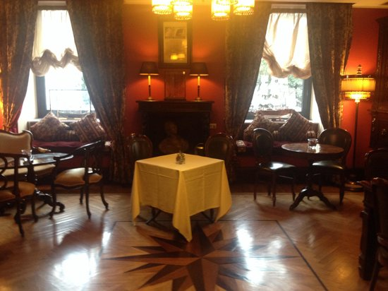 Grand Hotel Savoia: Sala interna