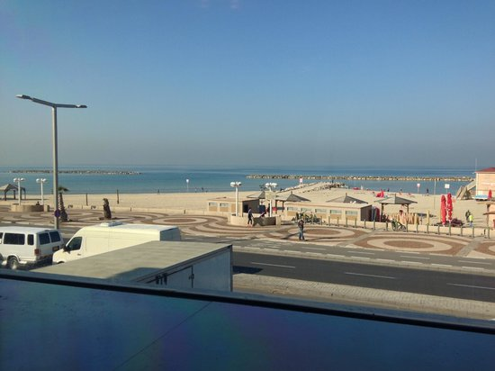 Orchid Tel Aviv: breakfast with a look-out
